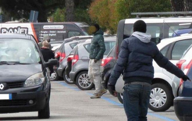 Parcheggiatore abusivo? Il questore lo caccia col Daspo Urbano e lo allontana da Alessandria