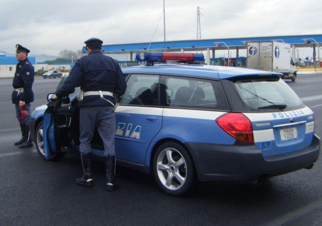 La Polizia stradale di Alessandria trova due cani sull' A/21