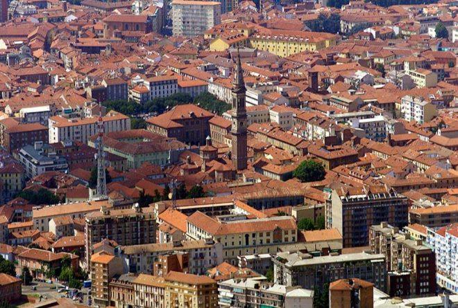 Paletti dissuasori sulle strade di Alessandria e nuove ringhiere all'inizio di via Dante