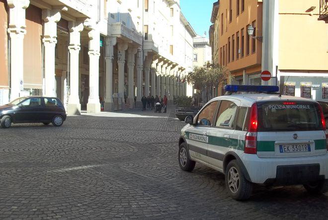 I Vigili urbani di Tortona allontanano dalla città sei accattoni