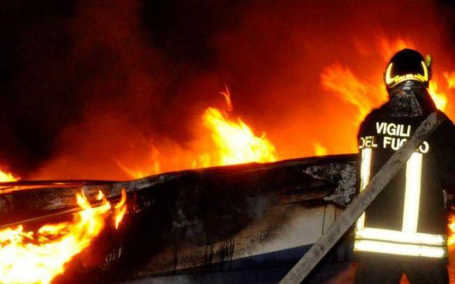 Ad Alessandria tornano in azione i vandali con tre cassonetti dati alle fiamme