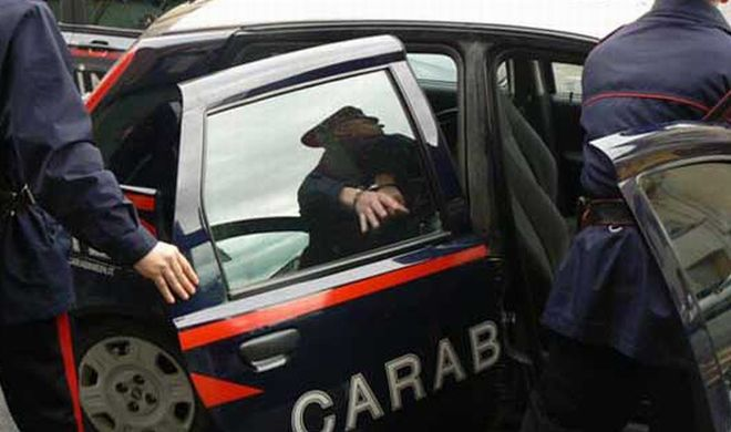 Giovane alessandrino litiga la ragazza e spacca lo specchietto di un'auto in sosta, denunciato