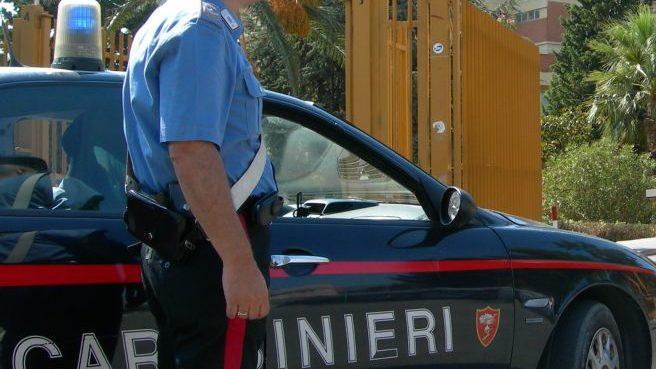 Alessandria, minaccia con un coltello il presunto amante della fidanzata, albanese nei guai