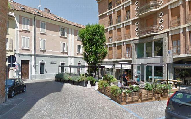 Sabato in piazzetta de Amicis a Tortona un laboratorio di decorazione