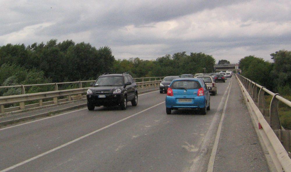 Tortona, ponte sullo Scrivia chiuso in uscita anche lunedì 19 perché i lavori non sono conclusi