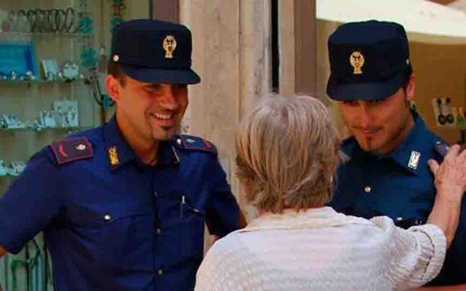 Valenza, donna truffata, intervengono i carabinieri