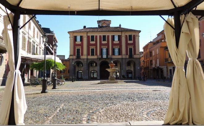 Domenica a Tortona il Movimento Cinque stelle scende in piazza Malaspina per parlare con la gente