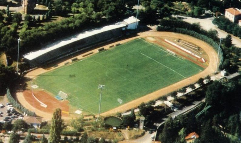 """Disordine ed erba incolta al campo sportivo """"Fausto Coppi"""" di Tortona?"""