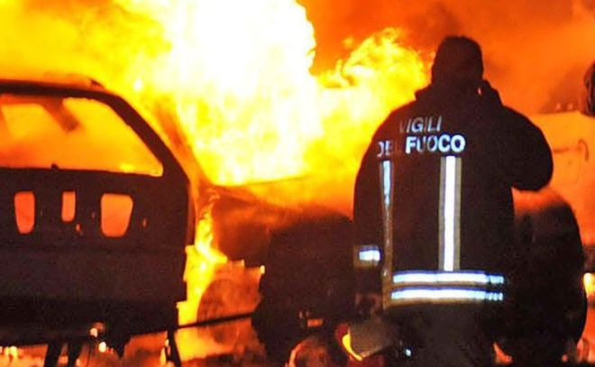 Incendio forse doloso contro le auto dei dipendenti dell'area di Servizio Monferrato sull' A/21