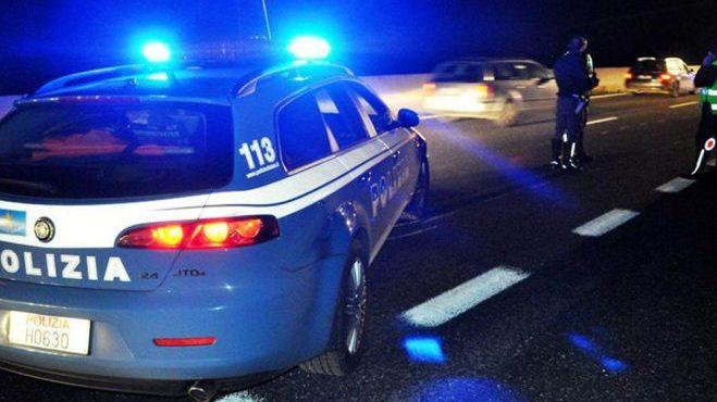 74enne di Bordighera alla guida della sua Fiat Punto percorre 4 km contromano in A/26.  Bloccato dalla Polizia