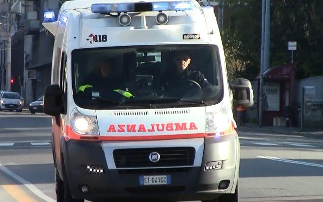 Giovane si schianta contro il guard-rail sull'Aurelia Bis a Sanremo, è grave in ospedale
