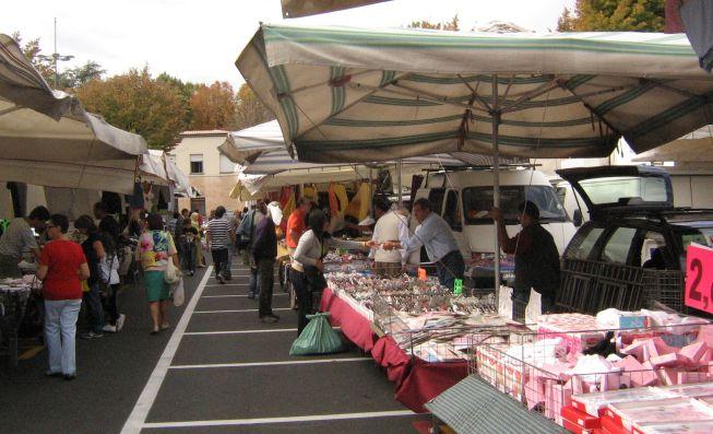 Il Comune di Tortona amplia il mercato di piazza Milano per evitare assembramenti e avere più sicurezza