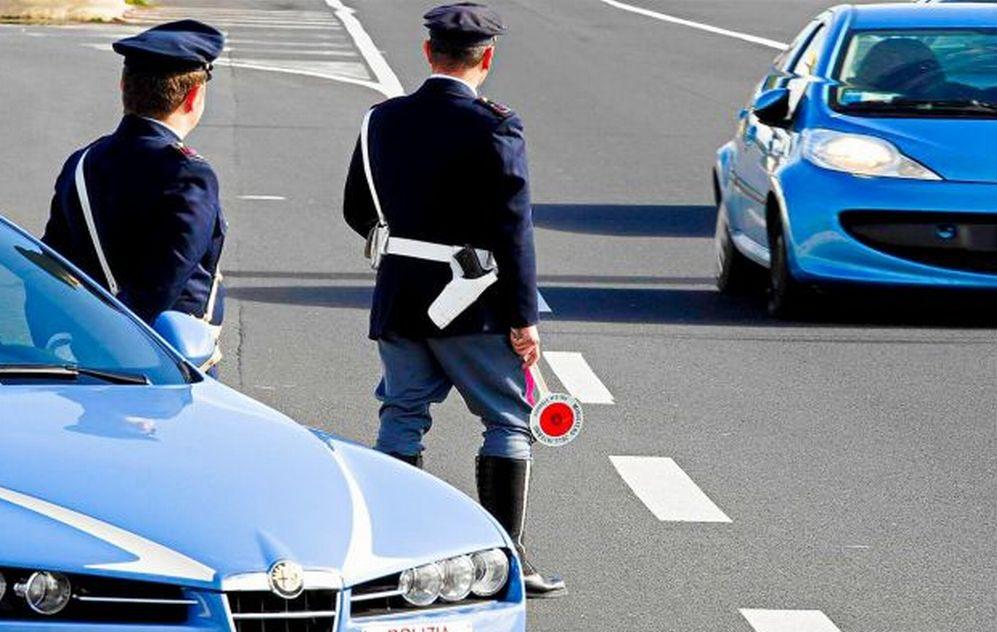 San Bartolomeo: un francese fermato mentre guidava senza patente, auto sequestrata e 5 mila euro di multa