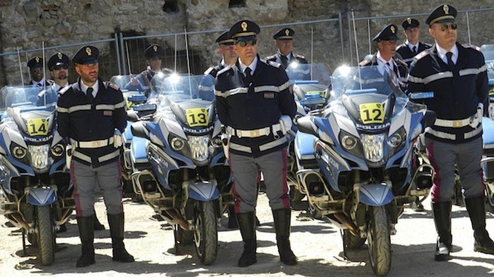 Va a prendere la figlia in discoteca in moto ma è ubriaco: fermato dalla Polstrada di Acqui Terme