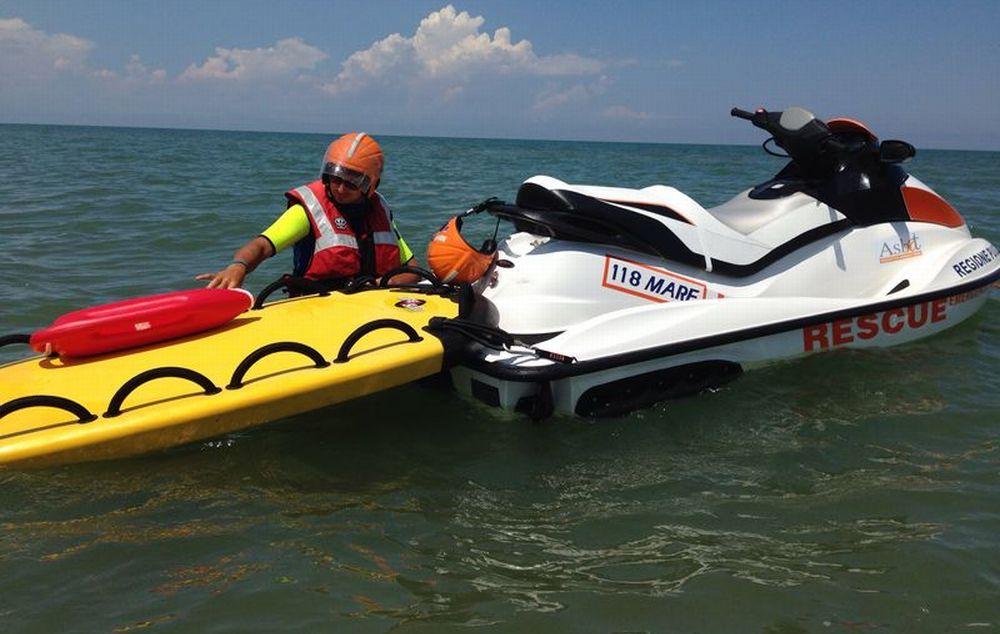 Dramma a Ventimiglia, un giovane ventenne uccide inavvertitamente il padre con lo scooter d'acqua. Inutili i soccorsi del 118