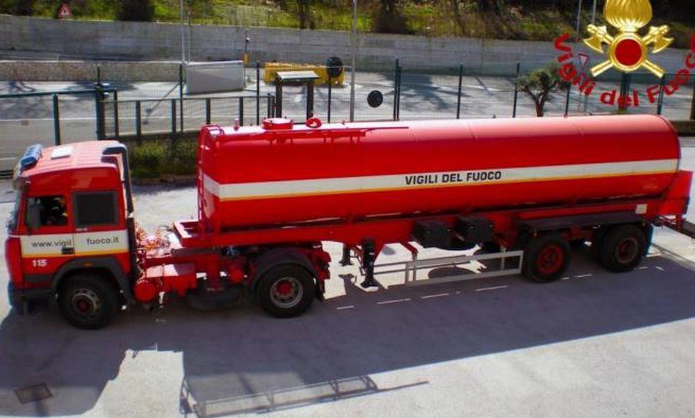 Villa Faraldi (e Ranzo) senz'acqua potabile da molte ore, i Vigili del fuoco si stanno attivando con le autobotti per riempire le vasche di approvvigionamento