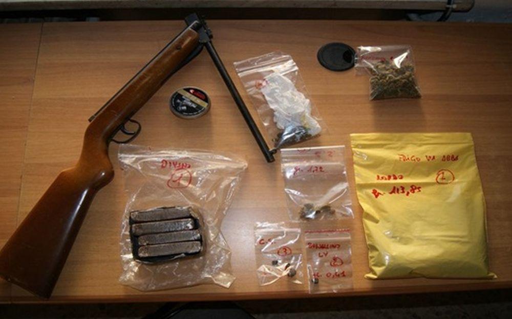 """A Novi Ligure un giovane arrestato per droga dai Carabinieri che sequestrano la """"roba"""" e un fucile"""