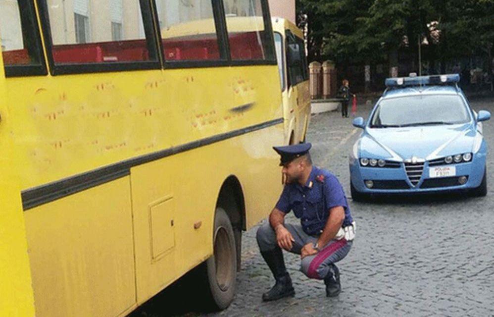 Pullman di una scolaresca guasto in autostrada soccorso dalla Polstrada di Alessandria