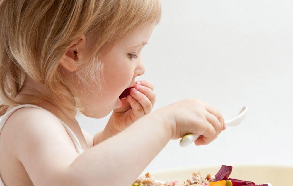 Si torna a scuola ma i bambini dovrebbero mangiare meglio riducendo i grassi saturi che portano obesità