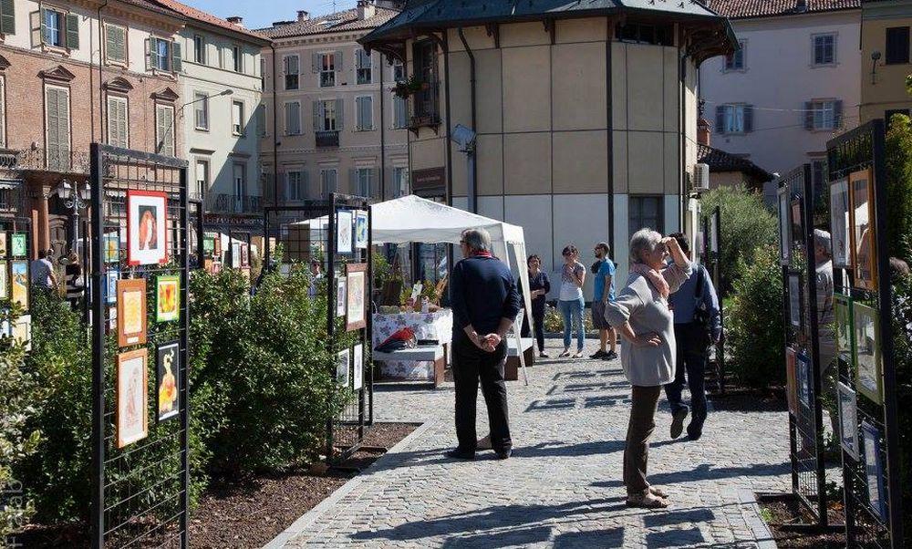Domenica 17 a Casale Monferrato Bollicine d'Arte, fiori e hobbisti