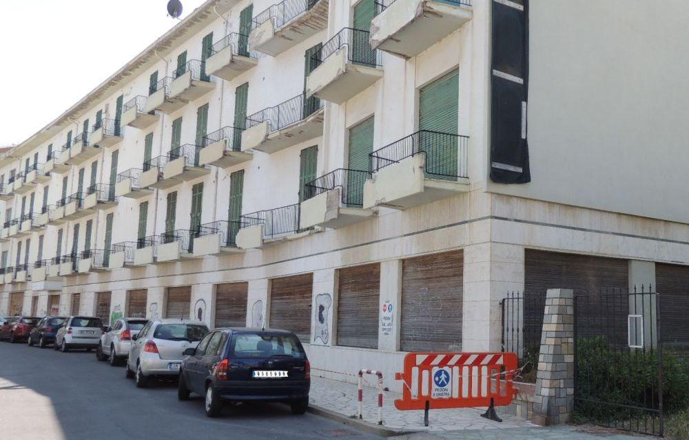 Il proprietario dell'ex Hotel Teresa a Diano Marina ha un mese di tempo per togliere l'insegna pericolante