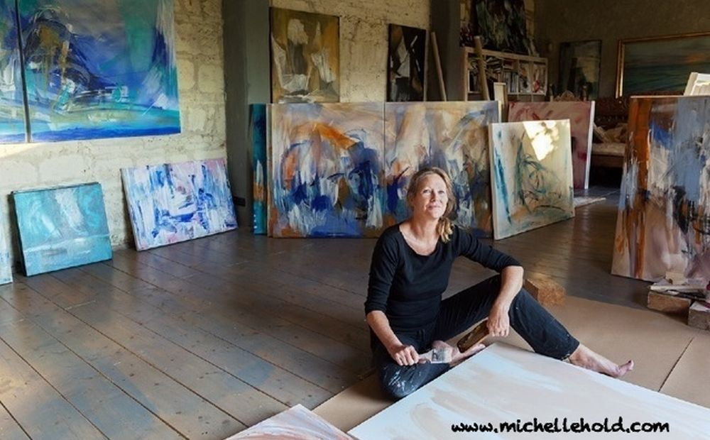 """A Valenza si inaugura la mostra personale di Michelle Hold""""Turning Inside""""a cura di Carlo Pesce"""
