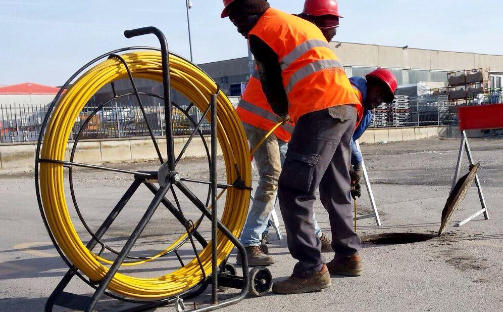 A Diano Marina la Tim amplia la rete internet con la banda larga,  da lunedì scattano limitazioni al traffico per gli scavi