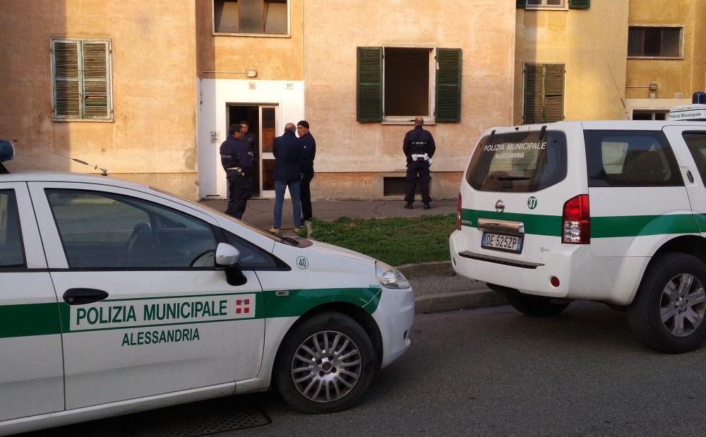 Ad Alessandria la Polizia Municipale sgombera immobile occupato abusivamente da 4 immigrati