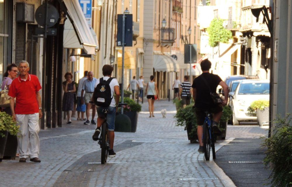 Commercio, anticipati a sabato i saldi in tutto il Piemonte