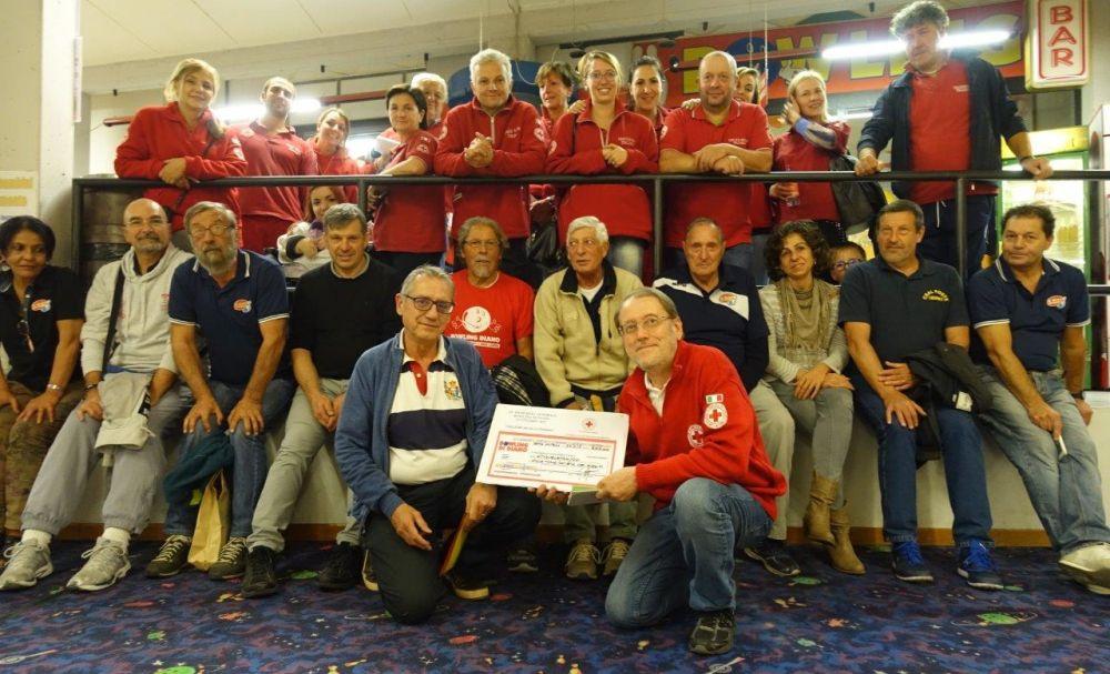 Un successo la serata al Bowling, raccolti 500 euro per la Croce Rossa di Diano Marina