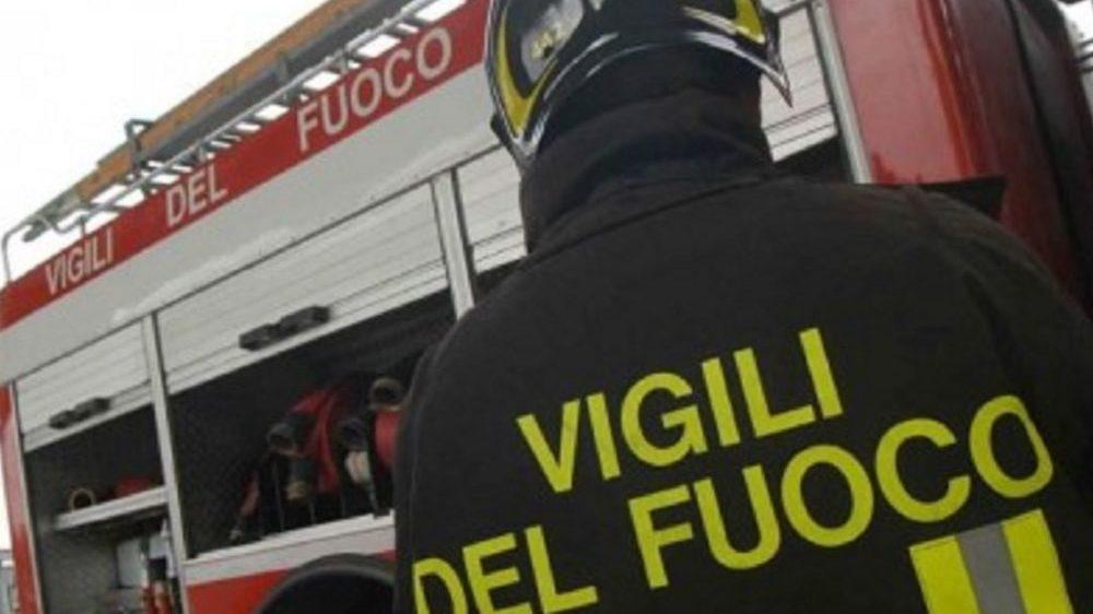 Tortona, 65enne accusa un malore e non riesce ad alzarsi dal letto, salvata dai pompieri e portata in ospedale