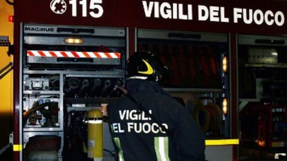 Incidente stradale a Villalvernia, un uomo rimane incastrato nell'auto, lievi ferite per una ragazza di 25 anni