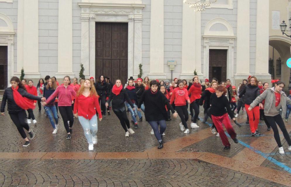 Le immagini del Flash-mob di Tortona contro la violenza sulle donne