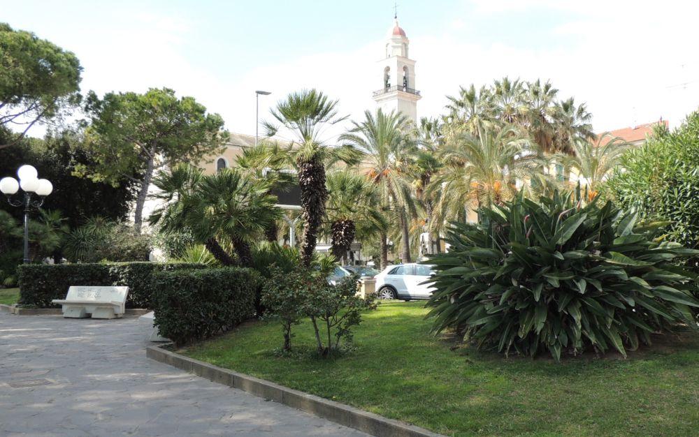 Il Comune di Diano Marina si abbellisce con 2 mila piante di ciclamini