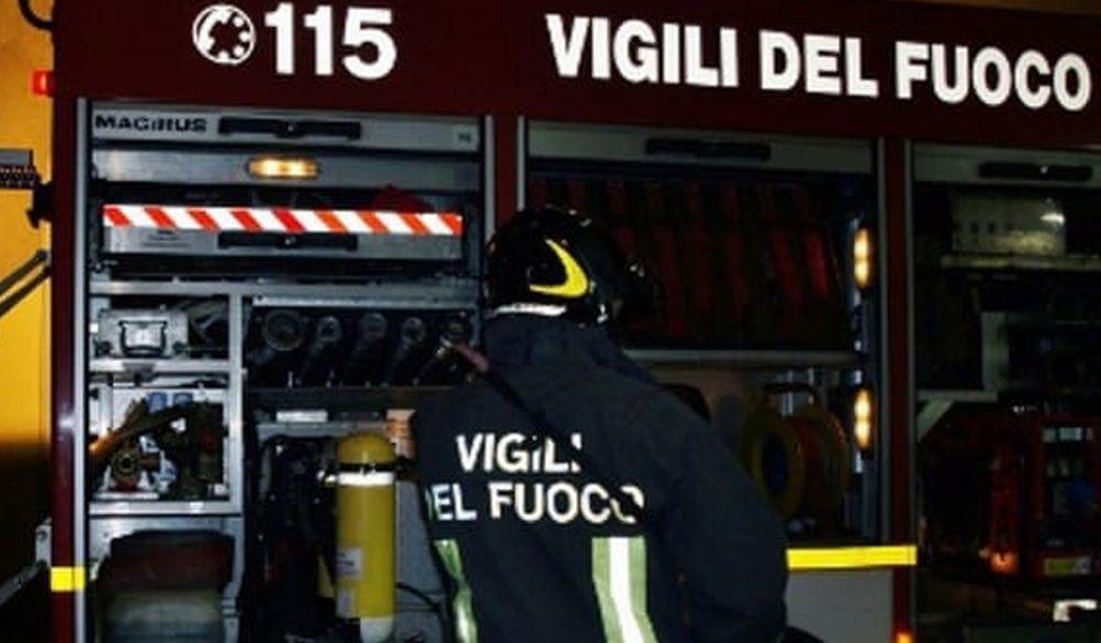 Un fulmine sui pali Enel fra due case provoca un black out di alcune ore a Brignano Frascata. Intervengono i pompieri
