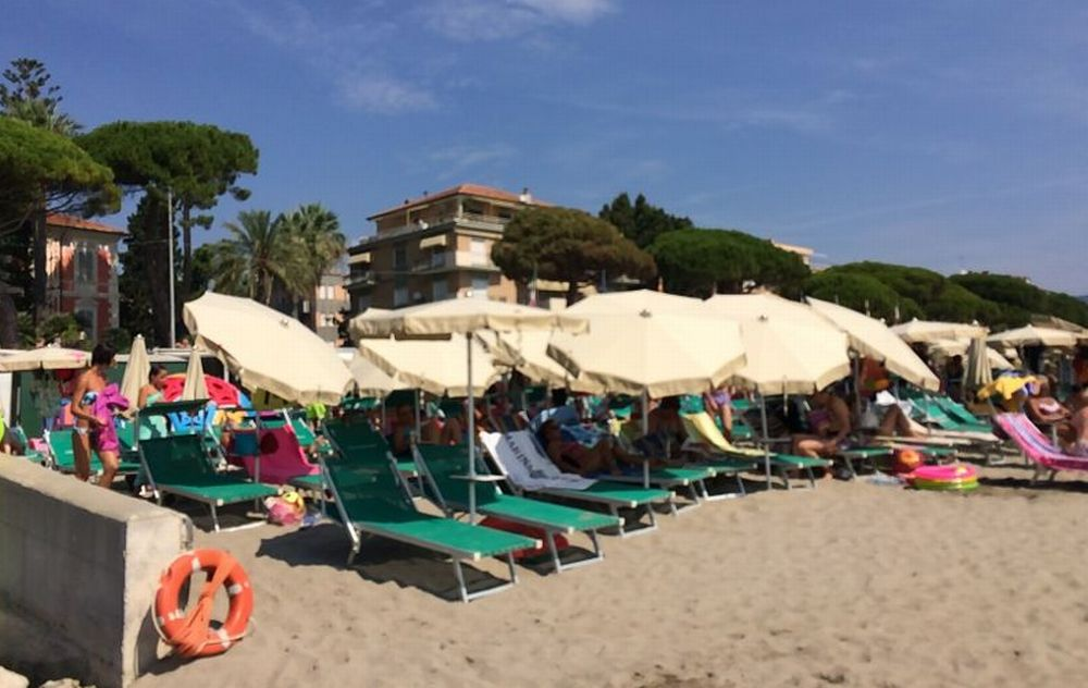 Diano Marina si culla negli allori e continua a perdere turisti. Dati pessimi a luglio, con gli italiani a picco: -6%