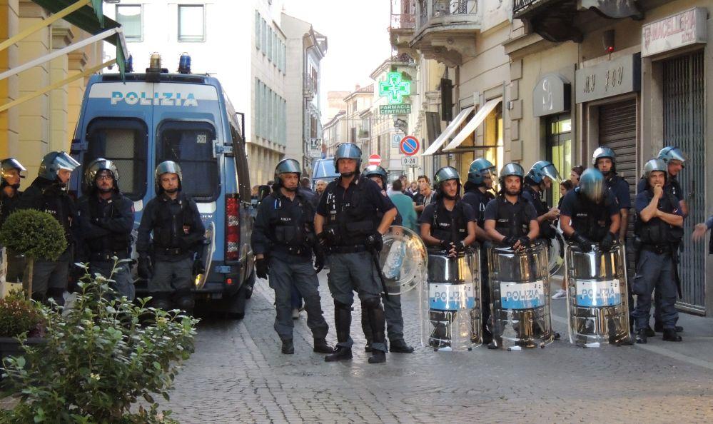 Controlli speciali della Polizia a Tortona, alla stazione per gli stranieri e in centro per la mascherina, trovati 8 delinquenti