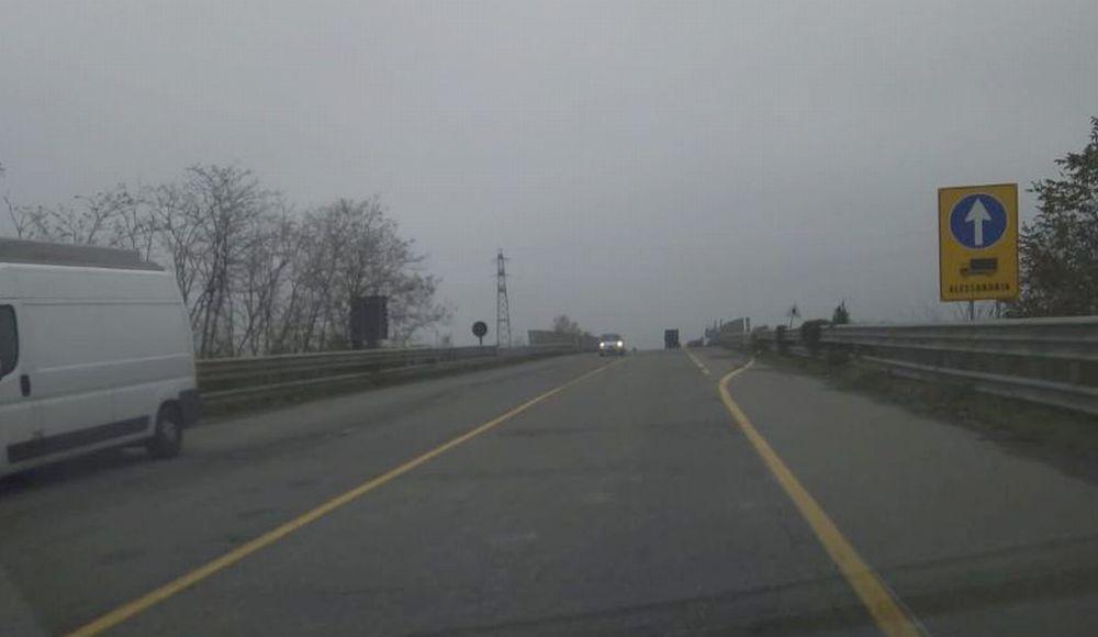 La provincia ha messo in sicurezza il cavalcavia di Tortona, bene, ma l'asfalto? Cosa aspetta?