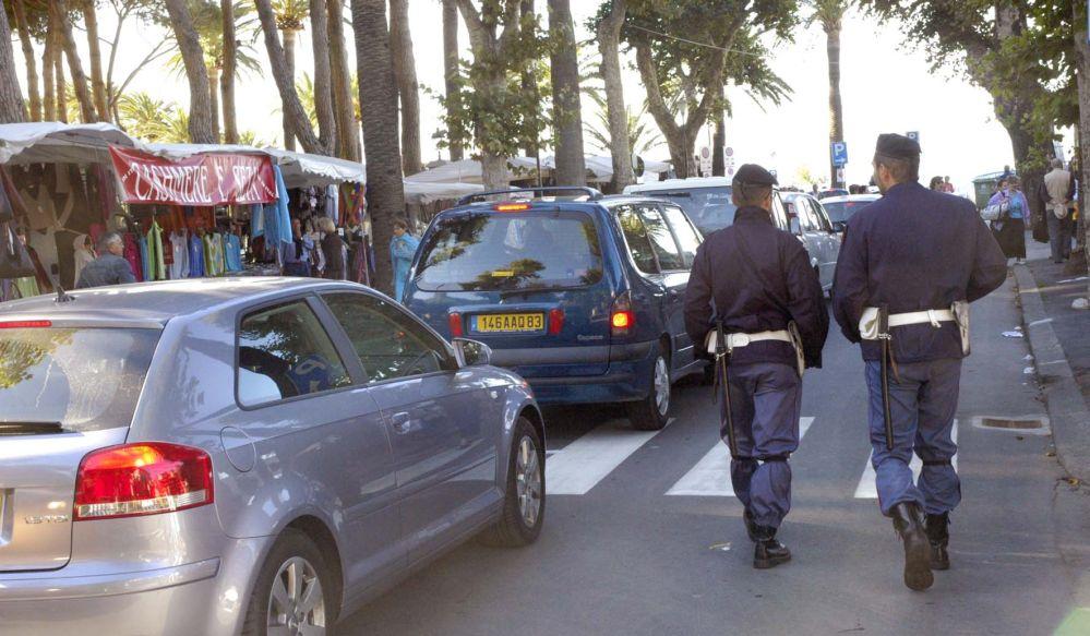 Imperia. La Polizia di Stato denuncia due giovani per furti aggravati commessi in città negli ultimi giorni.