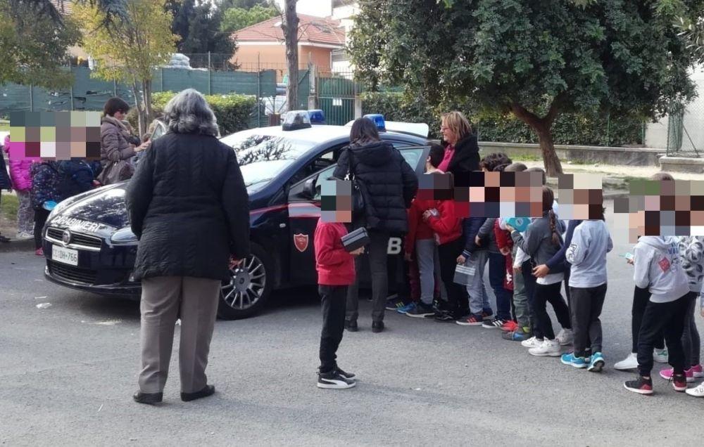 A Ventimiglia i carabinieri insegnano la legalità ai bambini