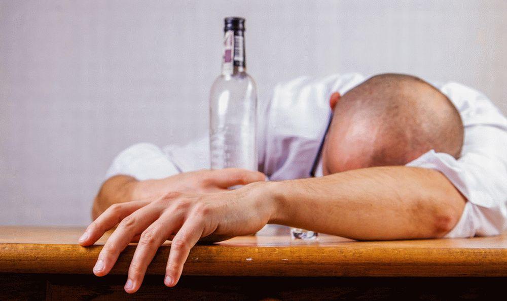 A Sale un ubriaco sveglia mezzo paese alle quattro del mattino, denunciato