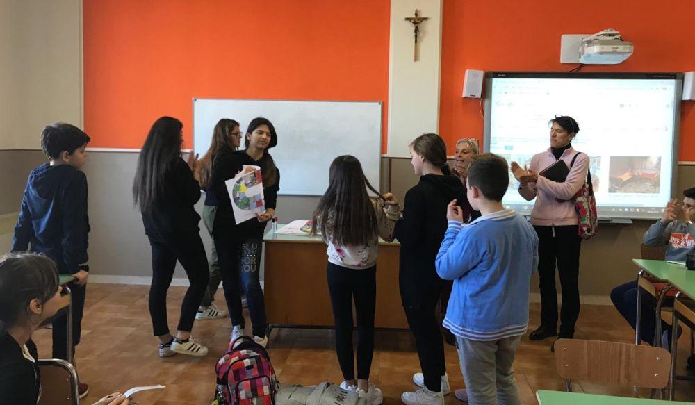 """I giovani del Liceo """"Peano"""" di Tortona insegnano l'arte ai bambini"""