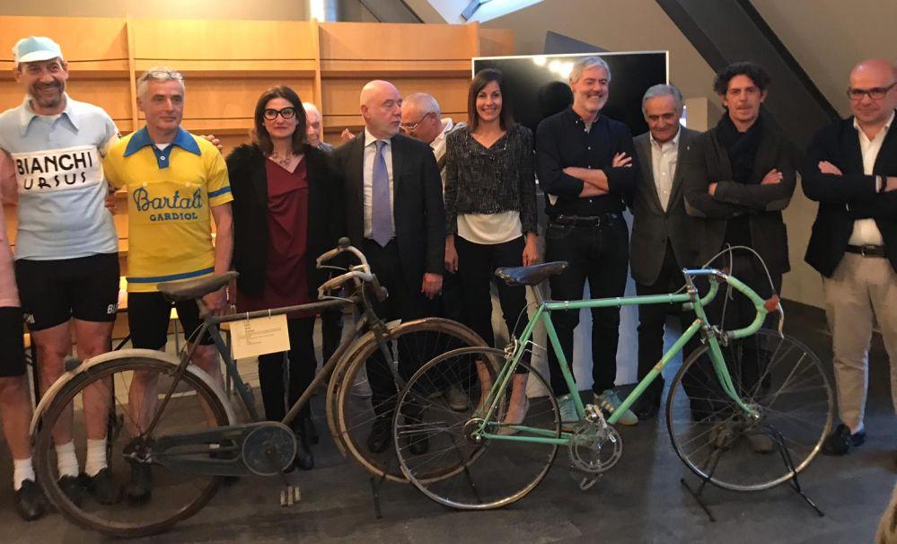 I tortonesi Mari e Roberto Chiapuzzo hanno esposto la bici del gregario di Coppi al Museo di Alessandria