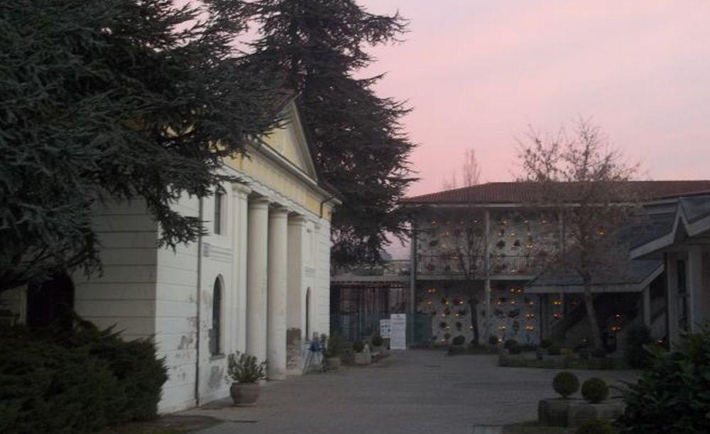 Per 4 giorni Il Comune di Tortona offre un bus navetta gratuito per il cimitero. Orari e percorso