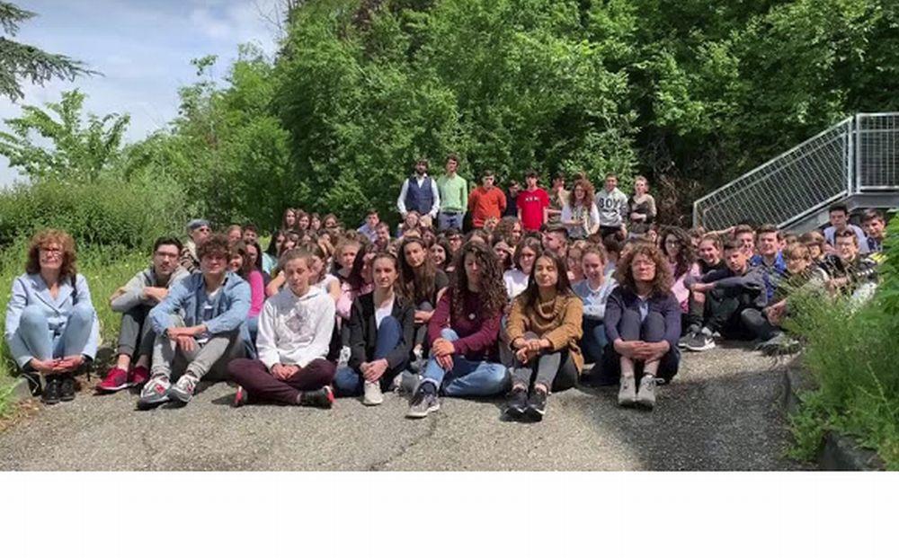 A Tortona l'infinito di Leopardi è diventata un flash mob con gli studenti del liceo Peano