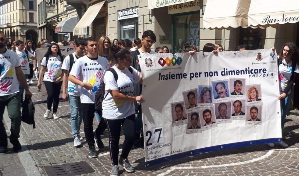 I giovani del Liceo Peano di Tortona hanno ricordato le vittime della Mafia con una sentita manifestazione