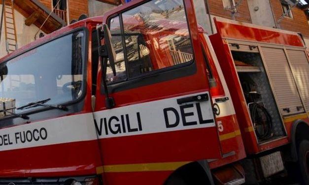 Tamponamento fra tre auto sulla circonvallazione di Tortona, intervengono i pompieri e traffico in tilt