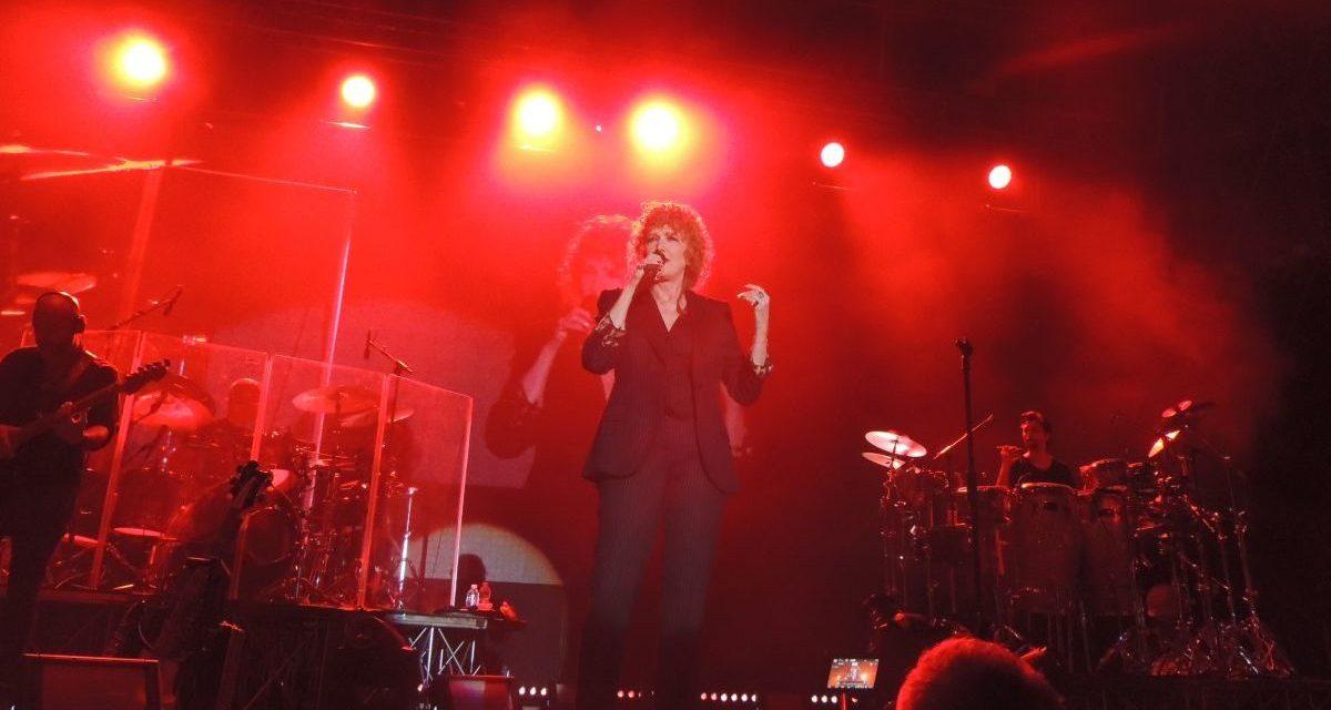 Le immagini del concerto di Fiorella Mannoia che ha aperto Arena Derthona: la cantante, il pubblico e….