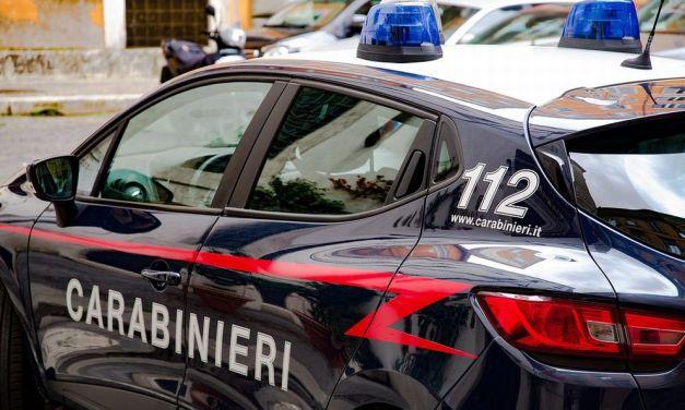 A Serravalle Scrivia un marocchino spacca i vetri dell'auto di un connazionale, denunciato