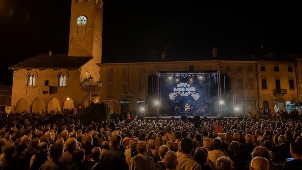 A Castelnuovo Scrivia grazie a Red Canzian raccolti oltre 21 mila euro per la Senologia di Tortona